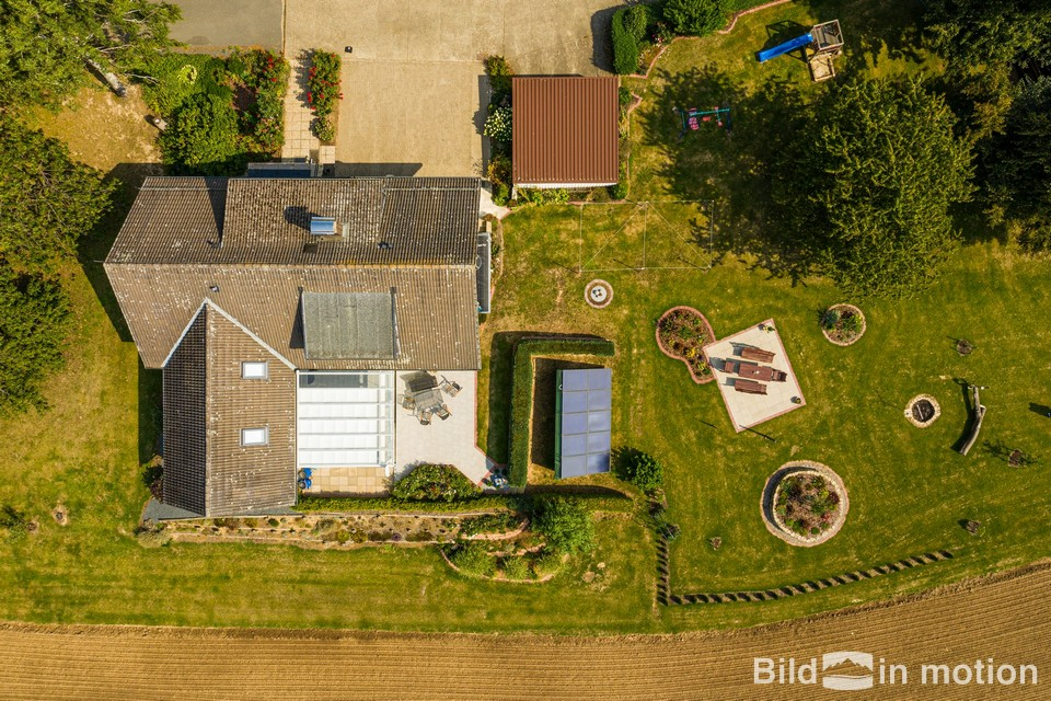 Luftbild Haus und Garten aus der Luft Drohne